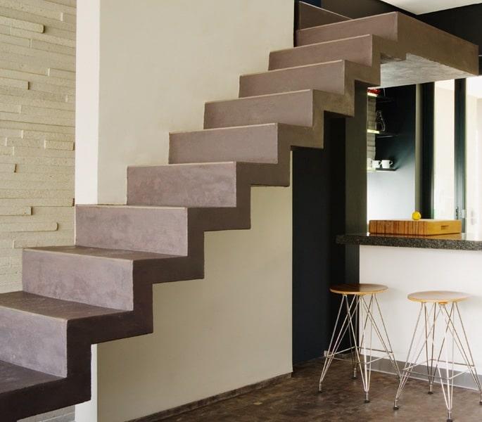 Betonnen trap bekleden alle materialen op een rijtje for Trap buiten hout